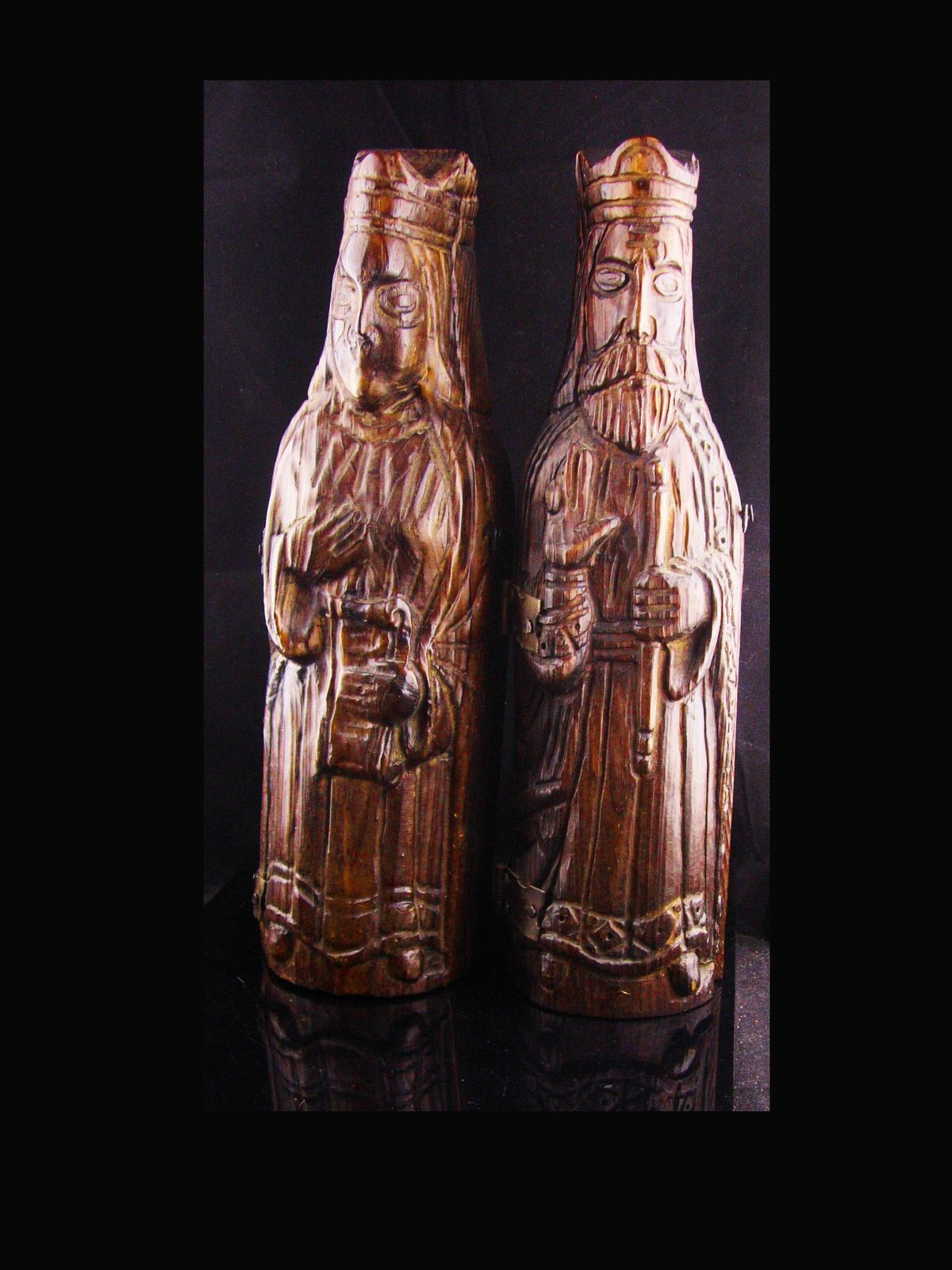 dcb9475ecc8d UNUSUAL Wine bottle holder - folk art king   Queen - chess pieces ...