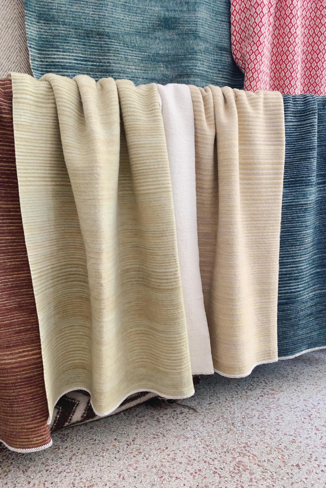 The Doubleside Merino Textilien Wolldecke Farben