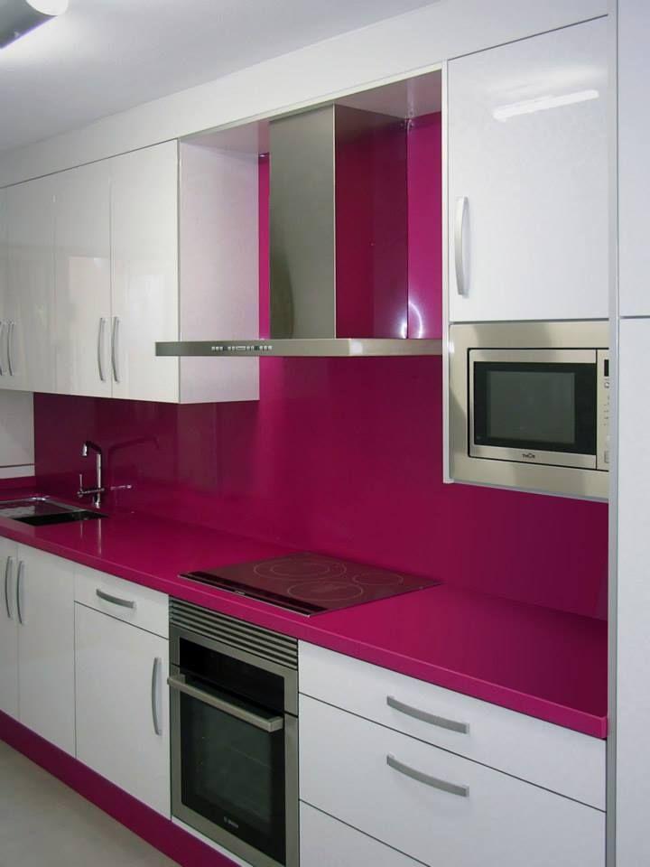 Cocina con Silestone color magenta   Kitchens   Pinterest   Kitchens ...