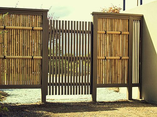 Japanese garden gallery 4 wooden gates bamboo fences for Outdoor bamboo screen panels