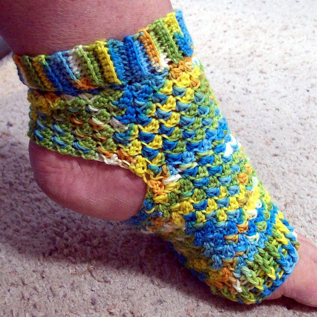 crochet yoga socks (looks like a sedge stitch?) | Yoga ...
