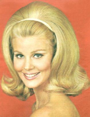 004 Blondeshouldersbandeau 1960 Hairstyles 1960s Hair Hair Flip