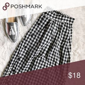 WHOWHATWEAR black+white gingham elastic waist midi Brand: Who What Wear Size: M Condition: excellentcondition; NWT Measurements: Length: 28in Waist: 16in *front button down detail *lined *elastic at back *NWT *has pockets who what wear Skirts A-Line or Full