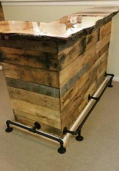 Pallet Wood Bar With Live Edge Slab Red Oak Top Diy Outdoor Bar Bar Furniture Wood Pallets