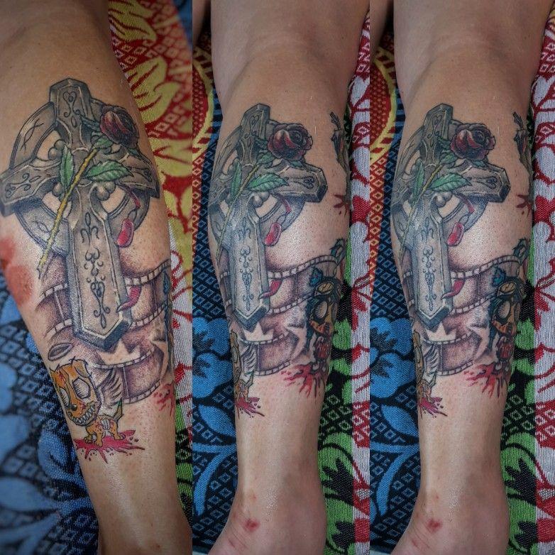 cross leg tattoo goerat tattoo studio bali indonesia _bali