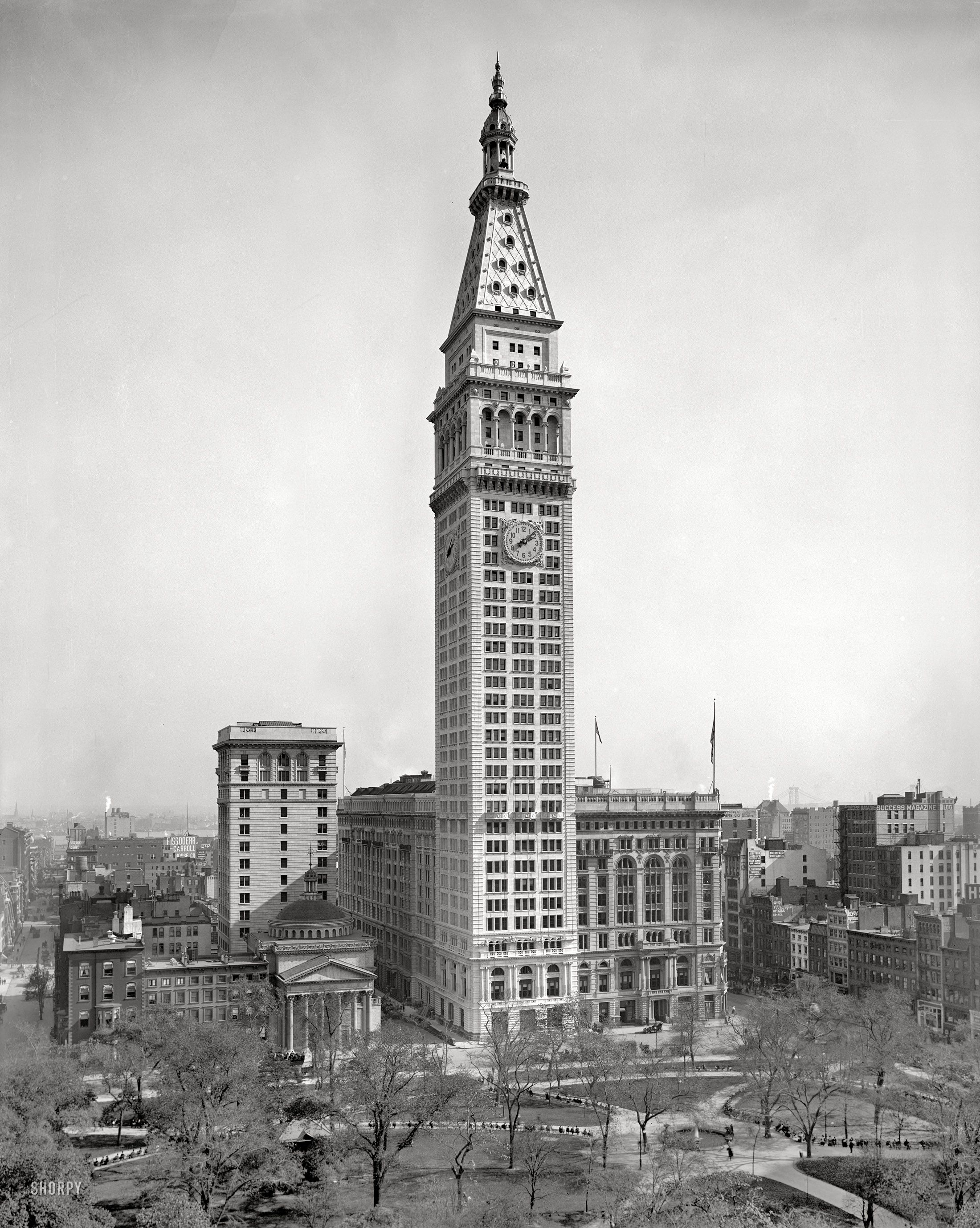 "New York Circa 1910. ""Metropolitan Life Insurance Building"