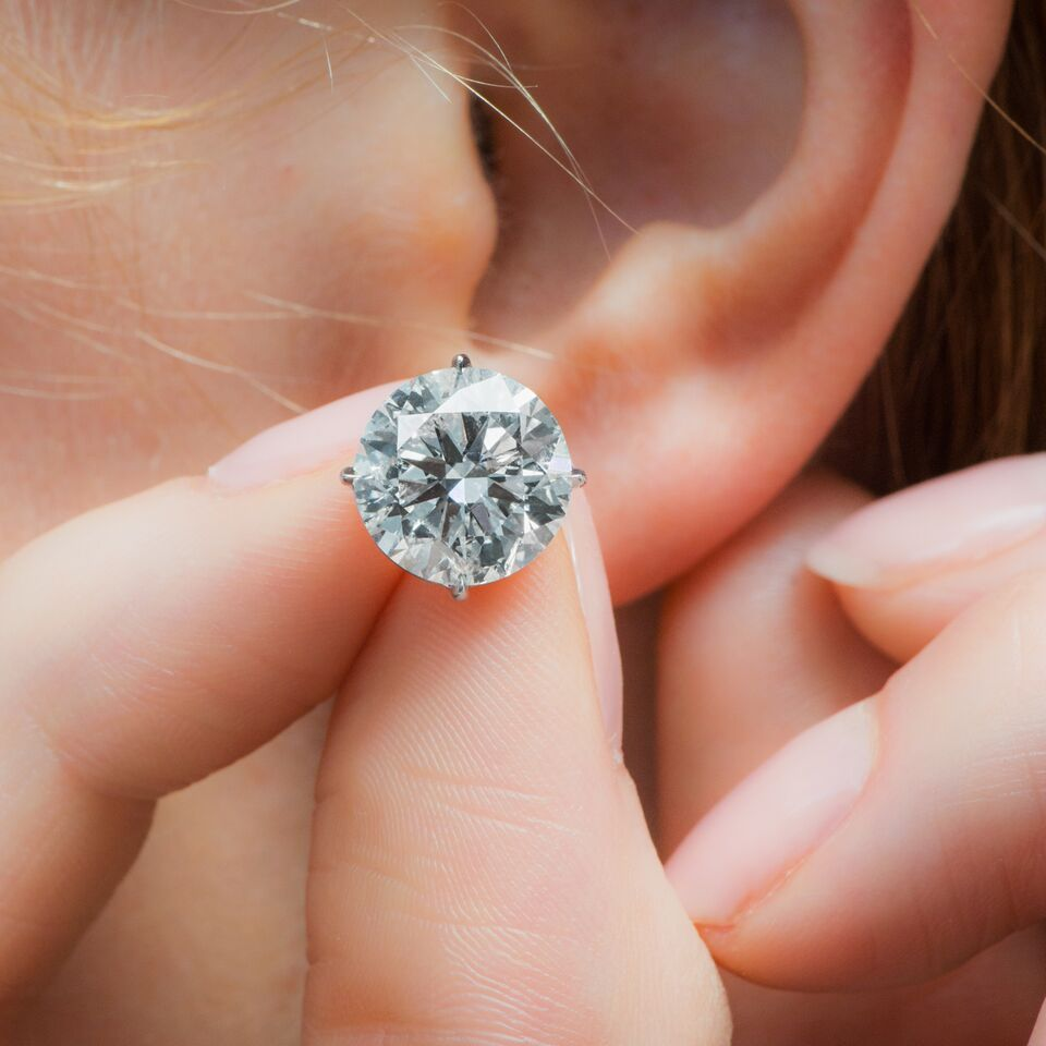 You Can Never Go Wrong With A Pair Of Diamond Studs Our 2 Carat Diamond Studs Are Certain To Please Any And All D Diamond Jewelry Store Diamond Stores Diamond