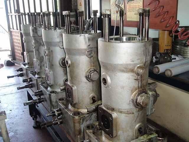 images of overhauling generators on merchant ships   Marine