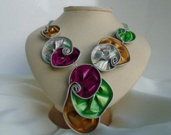 vaina de Nespresso, collares, collar, collar babero, aluminio, espirales, verde y amarillo