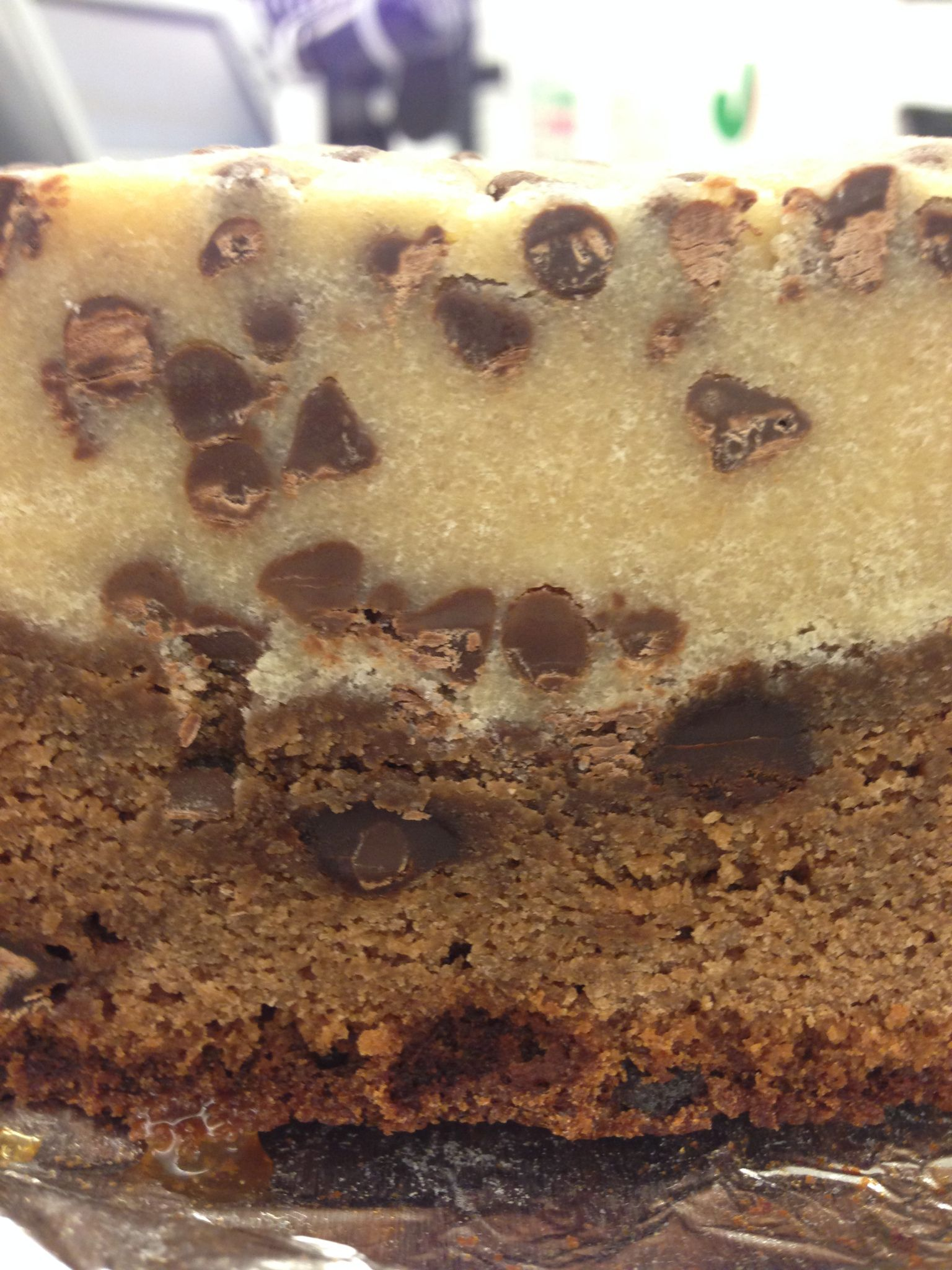 Considering yesterday was national brownie day, I felt a need to acknowledge this wonderful chocolate treat. I chose to celebrate by making these chocolate chip cookie dough brownies. The surprisin…