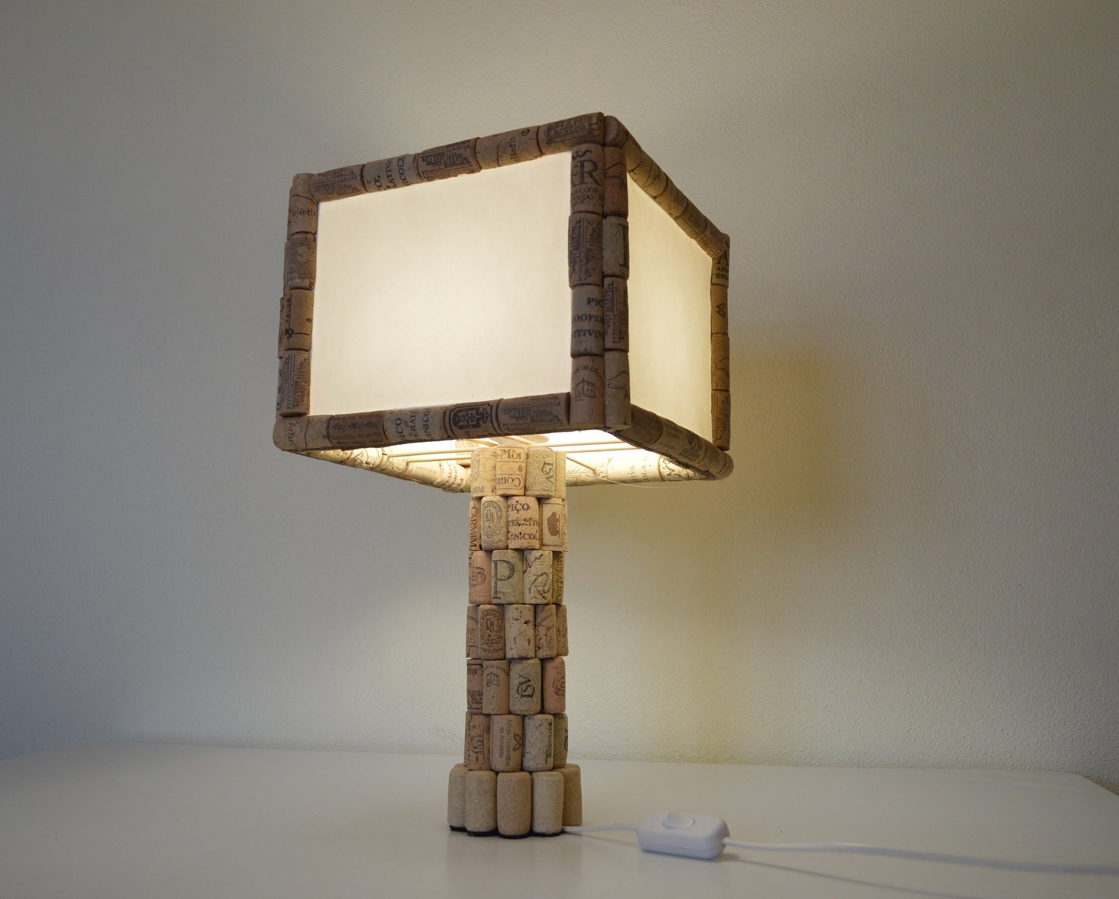 Como hacer una lampara de mesa con corcho - How to make table lamp ...
