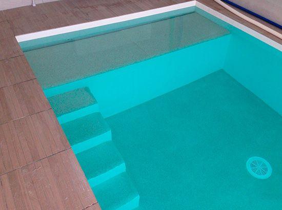 Construction piscine béton au revêtement quartz et résine polyester