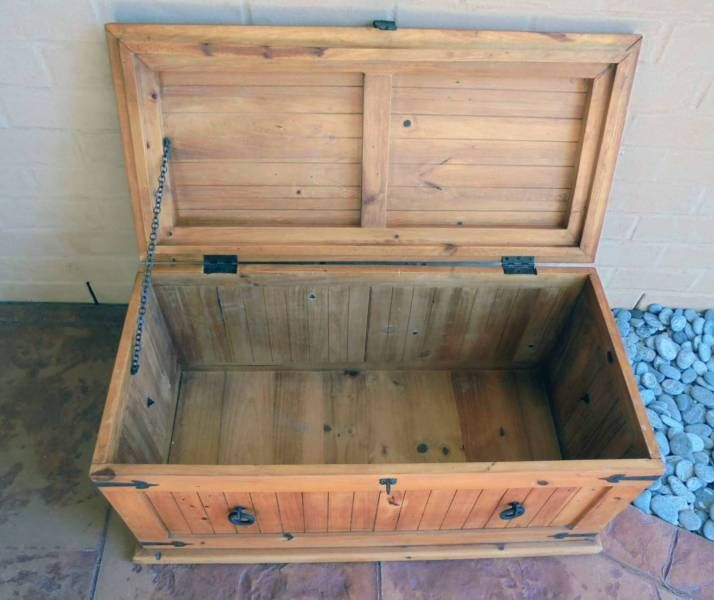 Wooden Blanket/Storage/Toy Box with Metal Detailing Rothwell Redcliffe Area image 3