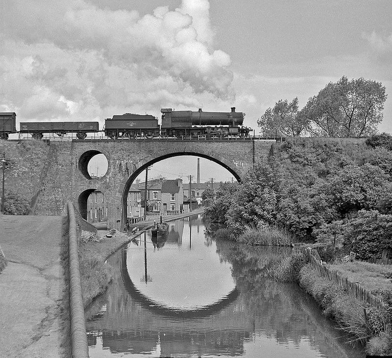 "helen warlow on Twitter: ""Churchward 28xx freight locomotive. crossing the Worcester canal. These were built 1903-19 and 7 are preserved. https://t.co/4R2NtOyL6V"""