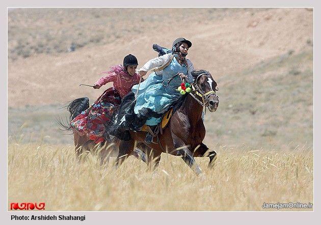 Qashqai girls racing on horseback. میلیون هوادار تورک قشقایی تراختور
