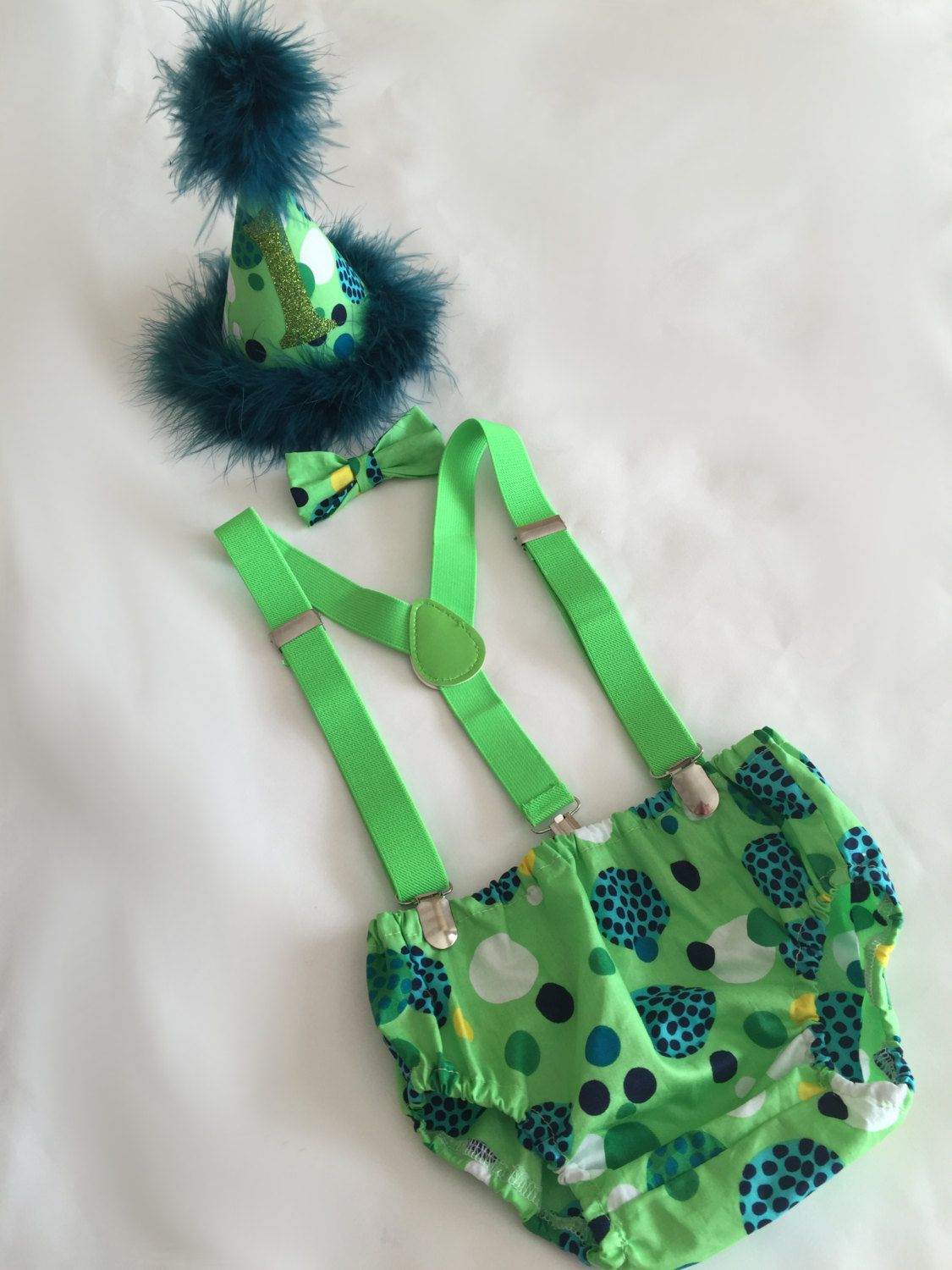Green spots..Baby boy 1st Birthday Outfit..1st Birthday
