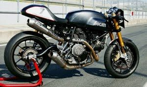 Ducati Sportclassic Sport 1000. like the exhaust. im sure it sounds beastly.