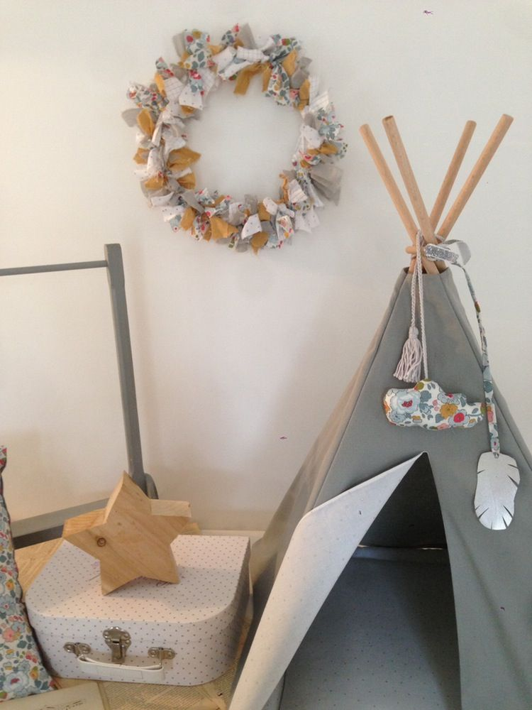 tipi de poup e en bachette de coton gris clair doublure en voile de coton blanc pois argent. Black Bedroom Furniture Sets. Home Design Ideas