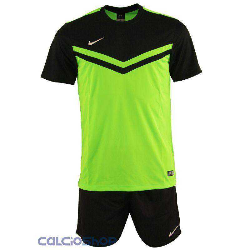 Completi calcio Nike
