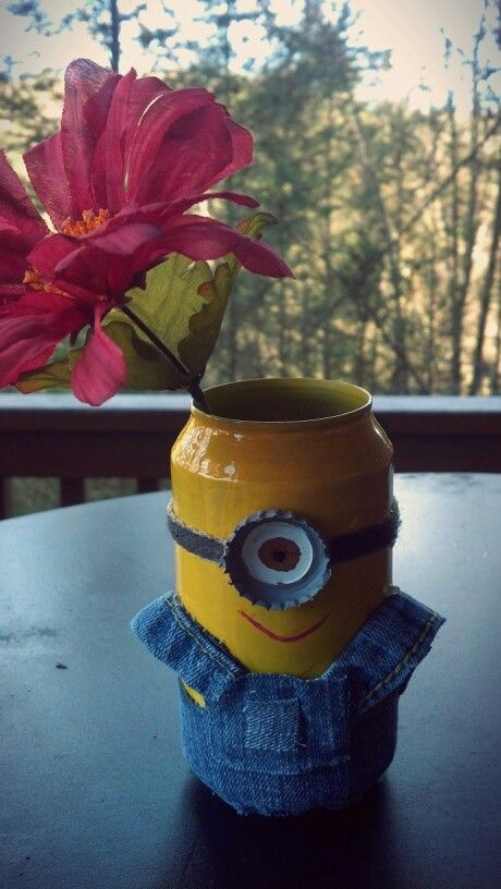 Minion flower pot made out of 100 recycled materials fb for Flower pot made by waste material