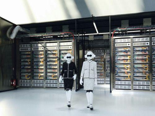 dfff64b2013 SLF Mag - Data Center Chanel  PFW
