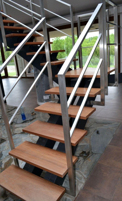 Gallo y manca escaleras modelo sobre estructura de for Escalera recta de hierro y madera