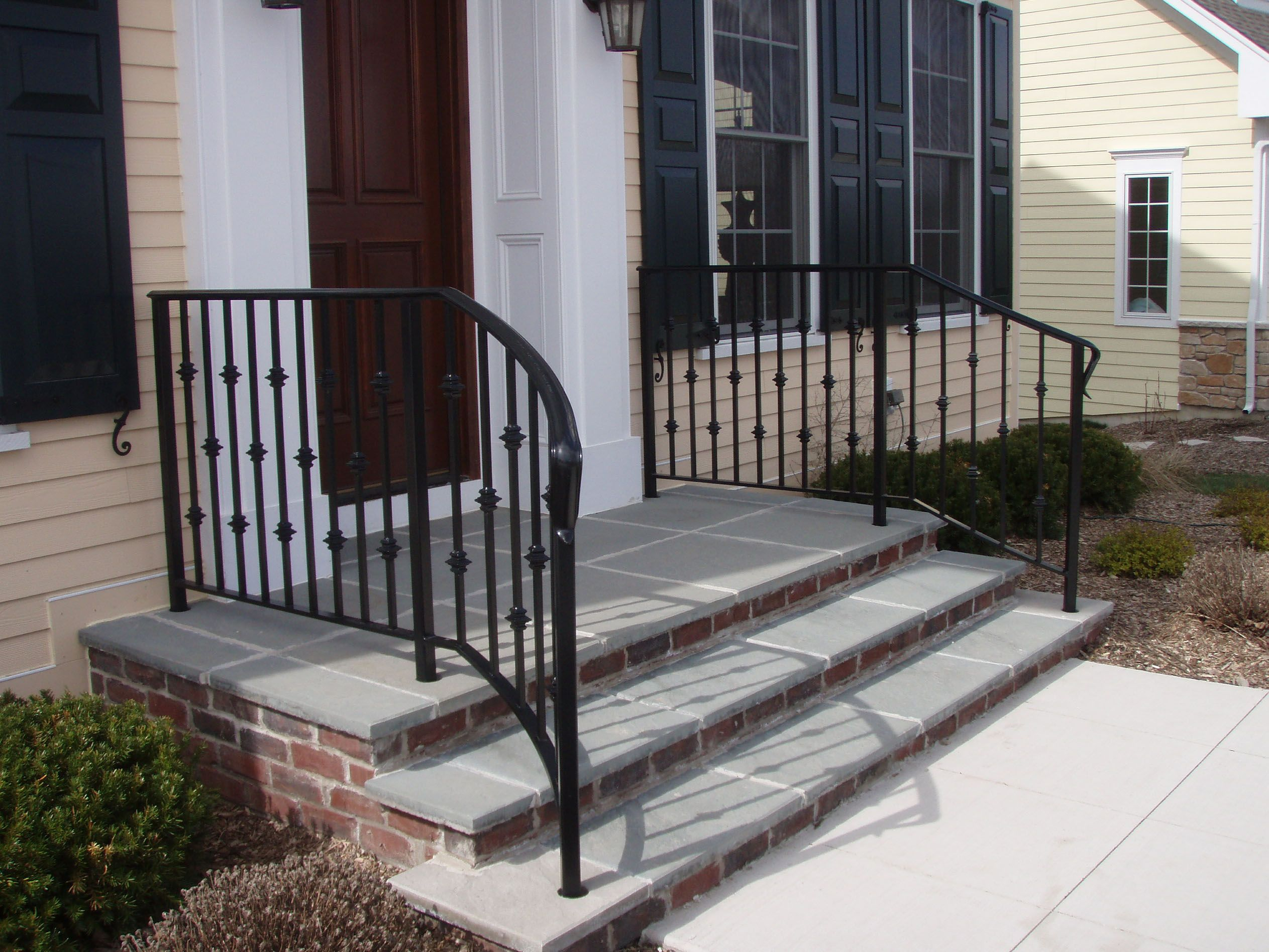 Best Wrought Iron Railings Curving Away From The Top Step I 640 x 480