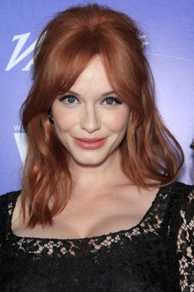 Christina Hendricks Shows Round Face Long Neck Hairstyles How To Style Top 25 Best Haircuts Medium Hair Styles Hairstyles With Bangs Medium Length Hair Styles