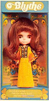 "Original auburn Blythe, produced by Kenner in 1972  ~ ""In 1972, children found her large head and changing eyes a bit on the scary side and by the end of the year she was no longer being produced""    ~ For the COMPLETE Kenner Blythe line (everything they ever produced!), visit here   ~ http://www.yatabazah.com/ChangeableBlythe/kenner_original.html"