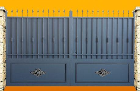 Portail en fer forgé avec un cadre tubulaire en fer de 40x40x3mm - motorisation portail battant ouverture exterieure