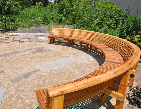 Curved Bench I Need To Build Some To Go Around My Firepit Terassenideen Sitzgelegenheiten Im Freien Gebogene Bank