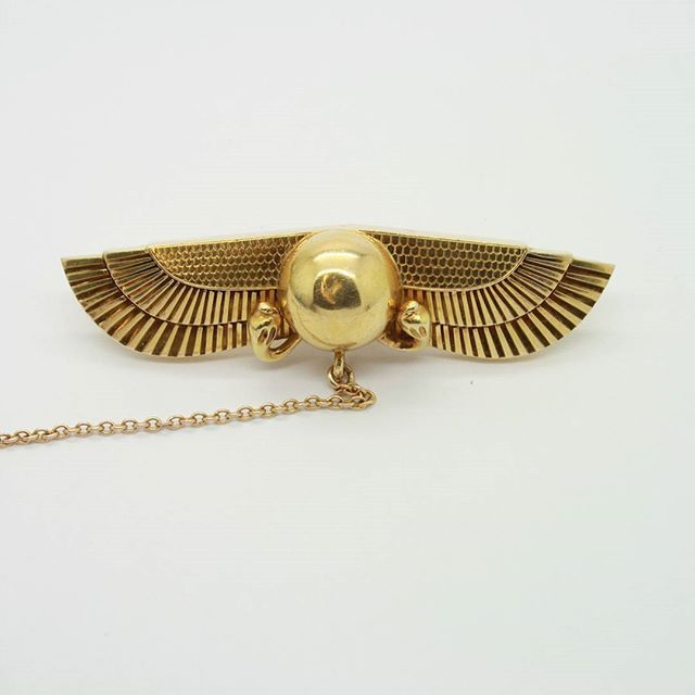 Egyptian revival brooch, circa 1930 #egyptian #egyptianrevival #brooch #goldjewelry #goldjewellery #vintagejewellery #weldonjewellers #weldons www.weldons.ie