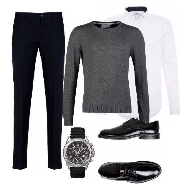 Outfit uomo con pantalone nero elegante slim e stretto sotto camicia classica bianca e ...