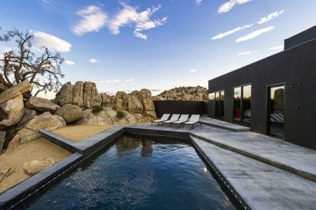 Haus mit Pool Felsen Wüste moderne Architektur Projekt
