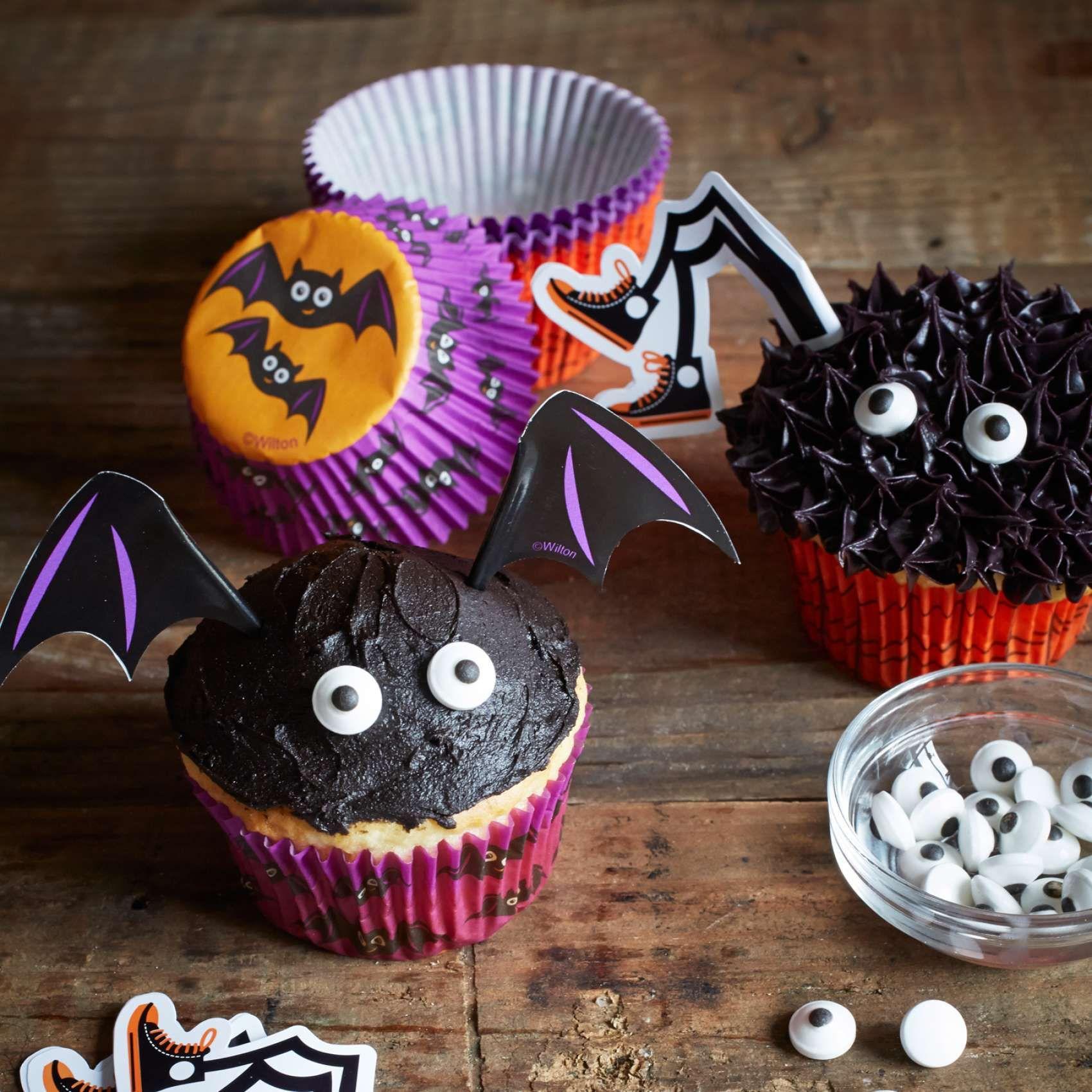 wilton halloween bat cupcake decorating kit sur la table