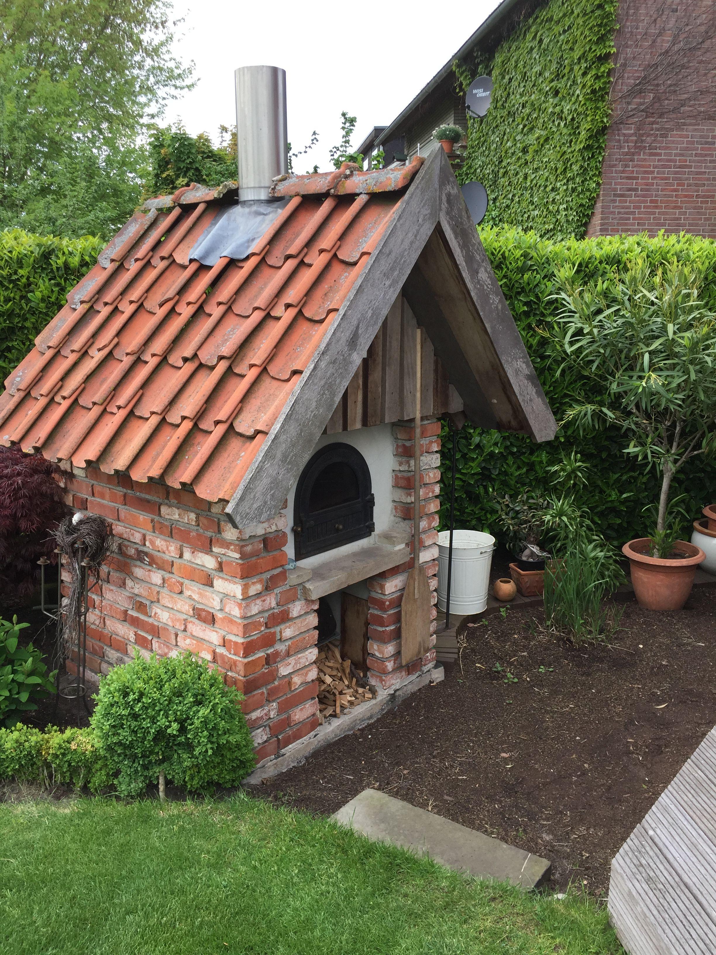 Altes Backhaus Holzbackofen Garten Pizzaofen Garten