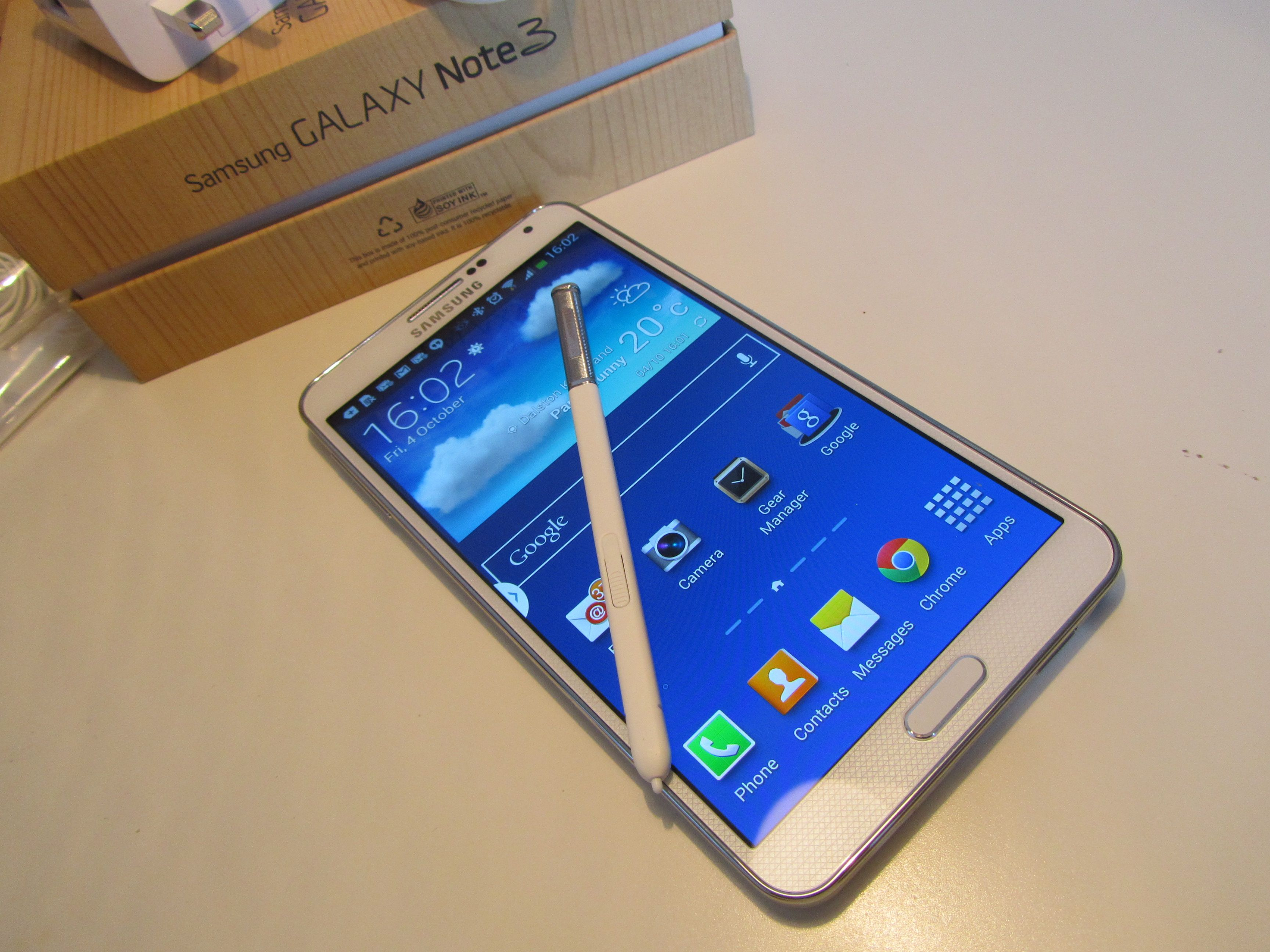 Samsung Galaxy Note 3 Review One Of The Best Android Handsets Money Can Buy If You Can Hold It Galaxy Samsung Galaxy Phones Samsung Galaxy Note