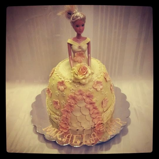 Princessecake Barbiecake whatch at:https://www.facebook.com/pages/Mycake/518427724909847