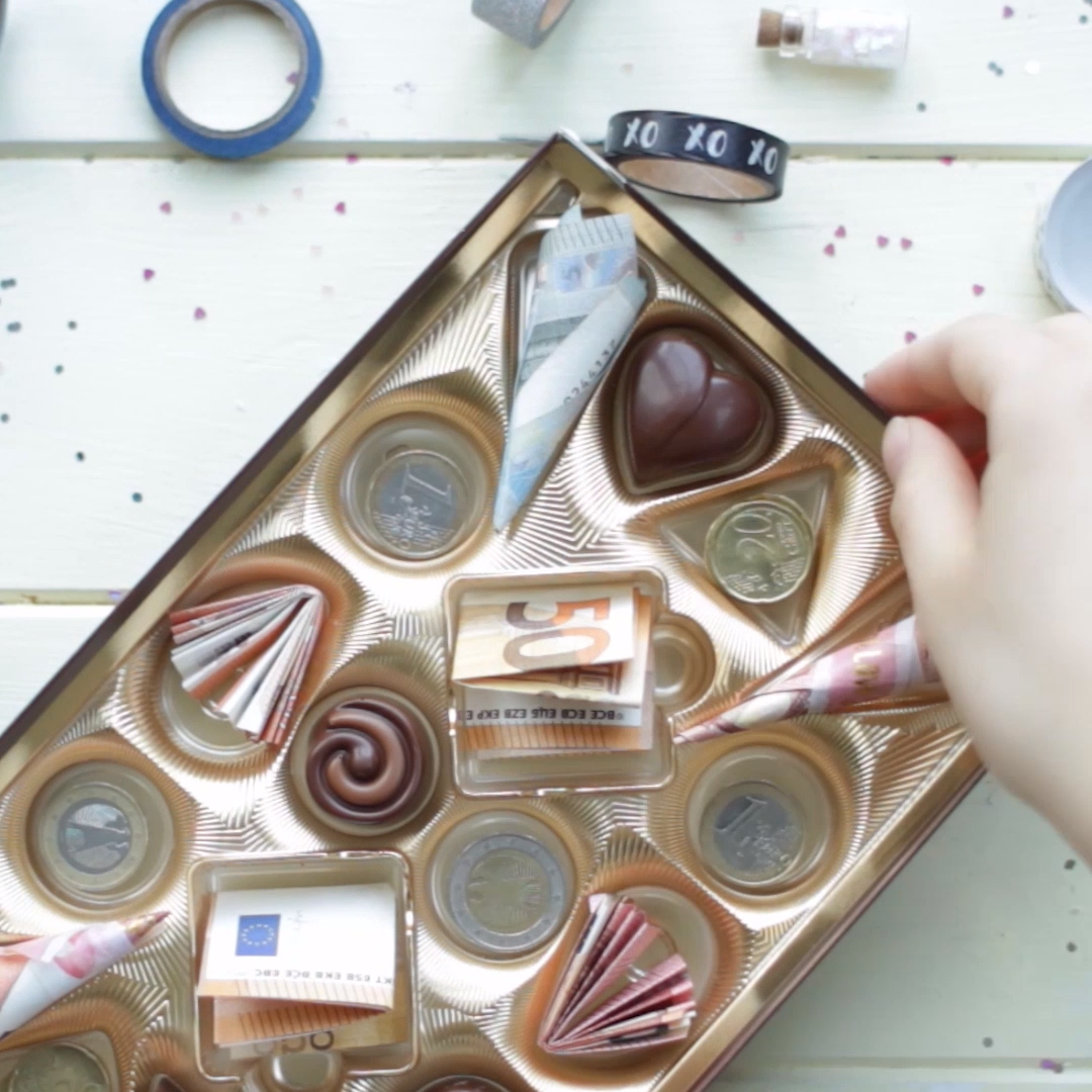 DIY Geldgeschenk in der Pralinenschachtel
