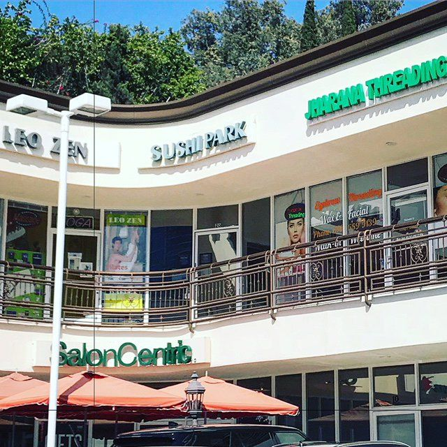 The Hidden Away Sushi Park In A Strip Mall In West Hollywood Is A Favorite Hangout For Celebrities But T Los Angeles Parks Los Angeles Tours Los Angeles Mall