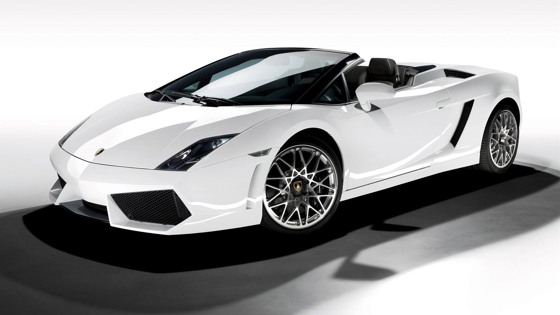 Lamborghini Stylish White Super Car Wallpaper