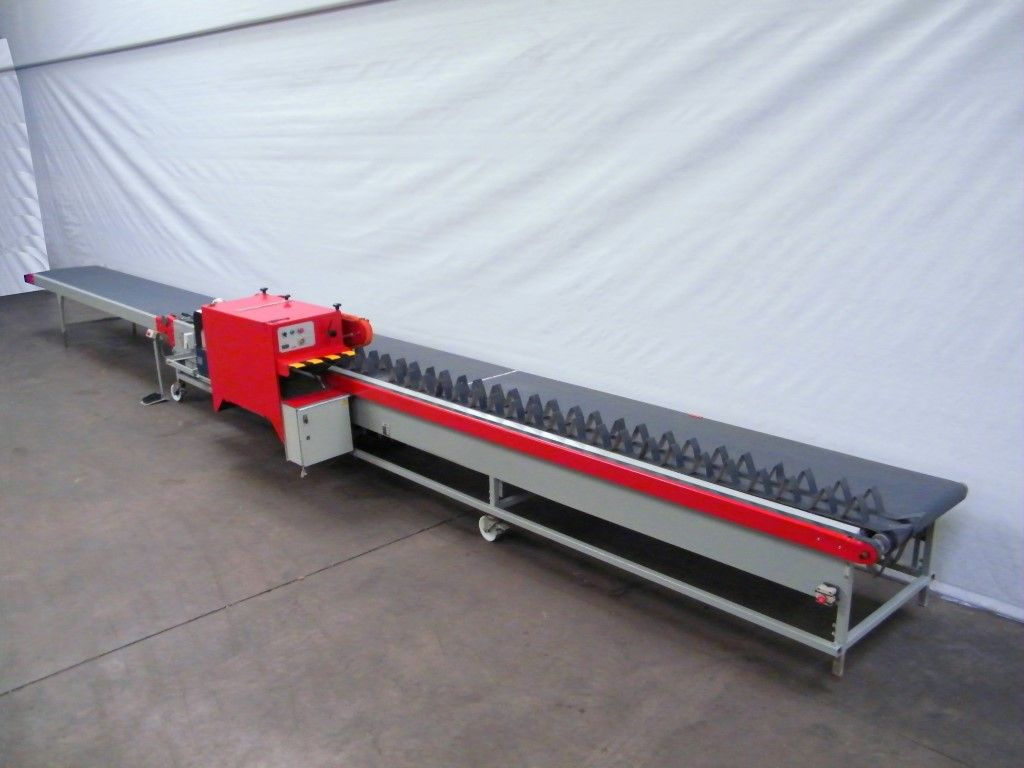 • Double sinking roofbelt • Analog – Mechanic speed control • Capacity: 1,800 per hour • Maximum steel length input: 1300 mm • Maximum steel length output: 1050 mm • Voltage: 400 Volt, 3 phases, zero + earth, 50 Hz  Setup of the machine  • Width main belt: 800 mm • Length inlay part: 3400 mm • Processing unit with 1 cutting unit saw unit and 1 deleafing unit (4 axles) • 2 binding places after processing unit – Binders optional • Length collecting belt: 2650 mm • Total length machine: 9500 mm