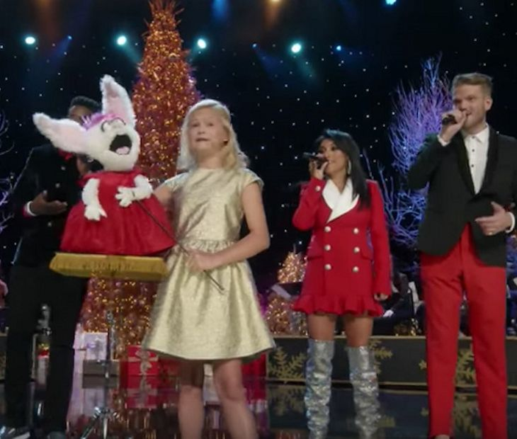 Americas Got Talent Christmas.Darci Lynne Sings Silly Christmas Song With Pentatonix Darci Lynne