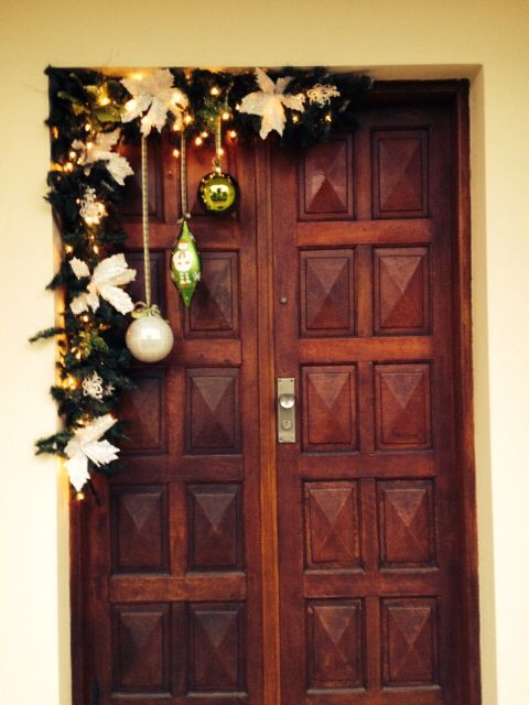 Decoracion puerta paref Pinterest Garlands, Ornament and Navidad