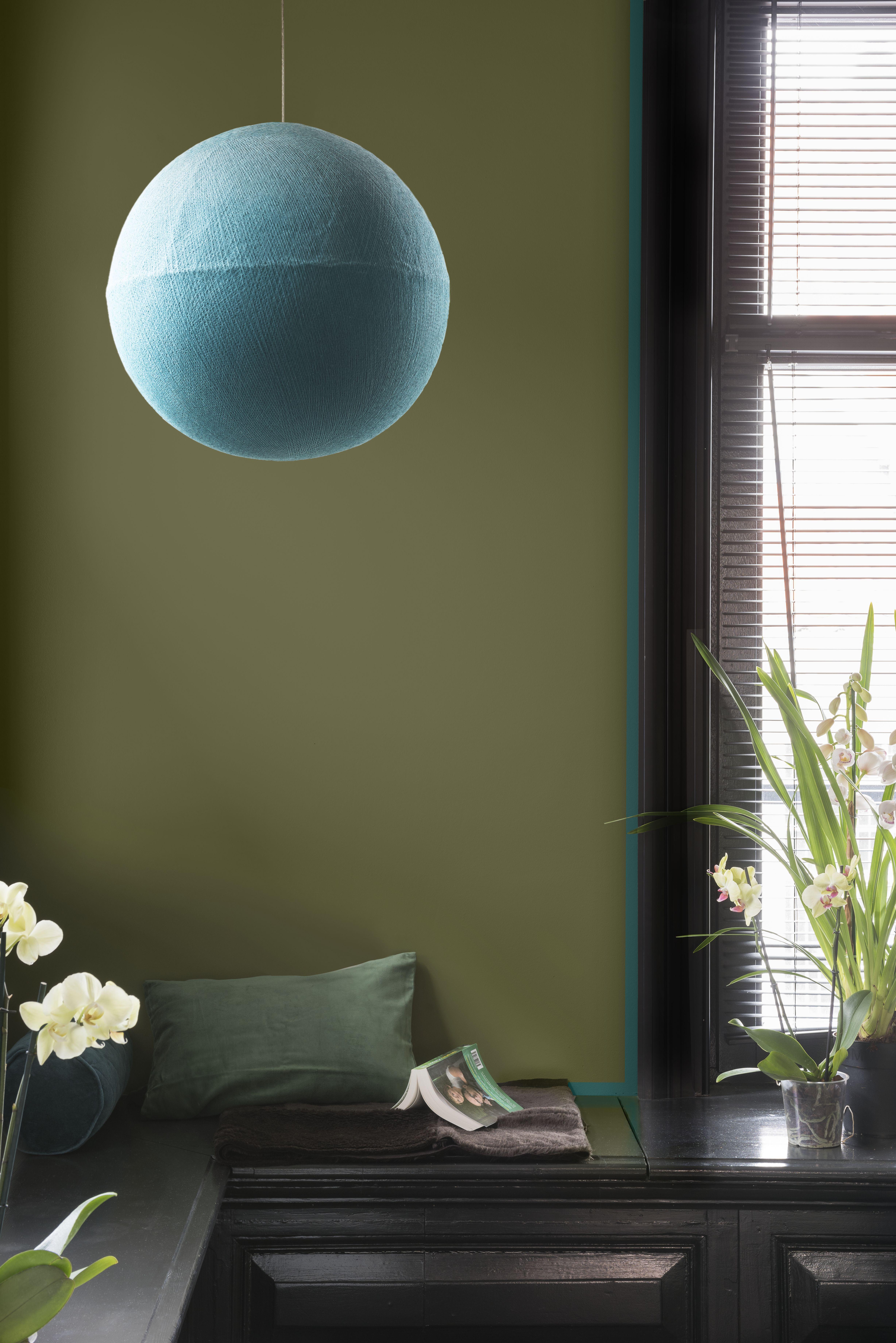 Schlafzimmer · Erdiges Grün vermischt sich mit der Trendfarbe DenimDrift