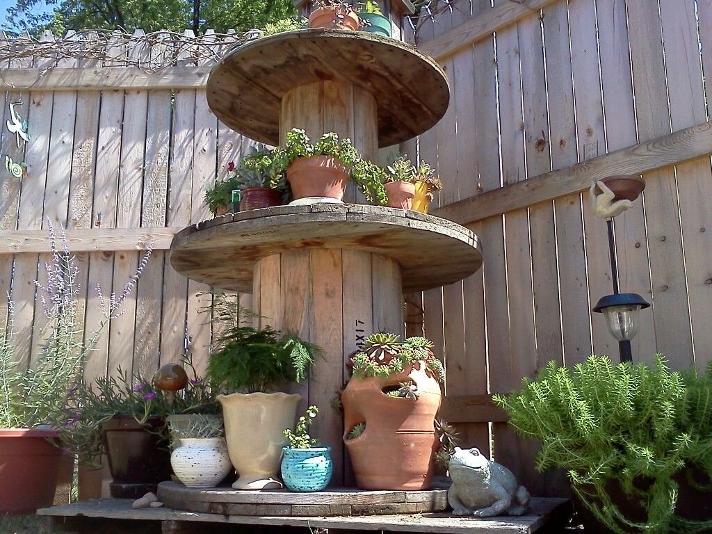 Large wooden spools for crafts - Stack Those Big Cable Stools In The Garden For Some Interesting Height Displays Wooden Spool Craftslarge