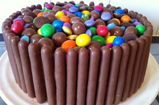 Caramel 20 easy ways to decorate a cake Chocolate fingers cake