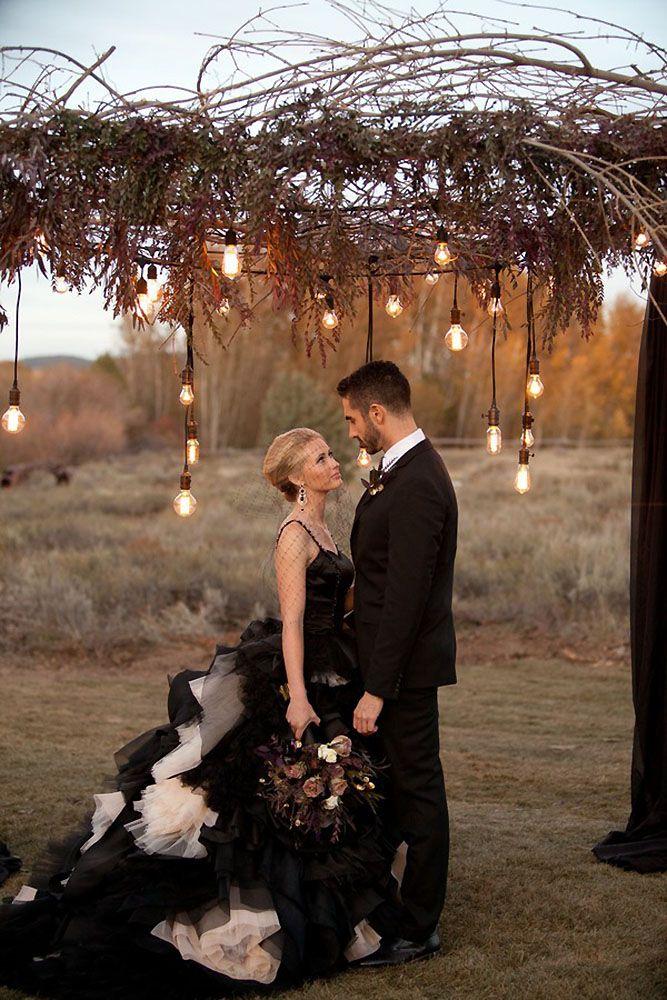 Hot Or Not 33 Halloween Wedding Ideas For Daring Couples Halloween Wedding Decorations Halloween Themed Wedding Dark Wedding