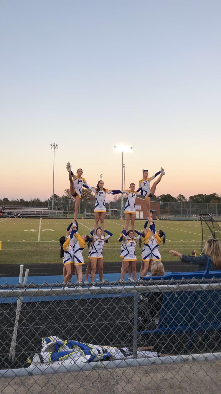 Top 10 Hottest College Cheerleading Squads En 2020 Atletismo Animadoras Acrobacias Piramides De Porristas