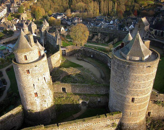 Les tours du Château de Fougères by guilminou